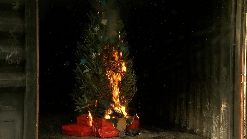 Christmas Tree On Fire.Here S How To Keep Your Christmas Tree From Catching Fire Wach