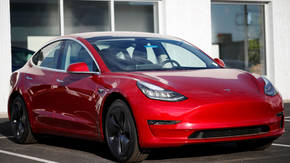 Electric Car Makers Moving Into Tesla S Turf With New Models